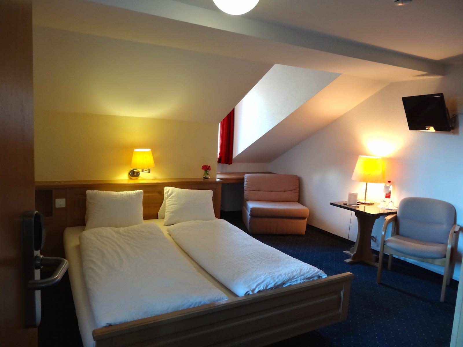 http://hoteljungfrau.ch/wp-content/uploads/2014/09/economy-zimmer-2.jpg