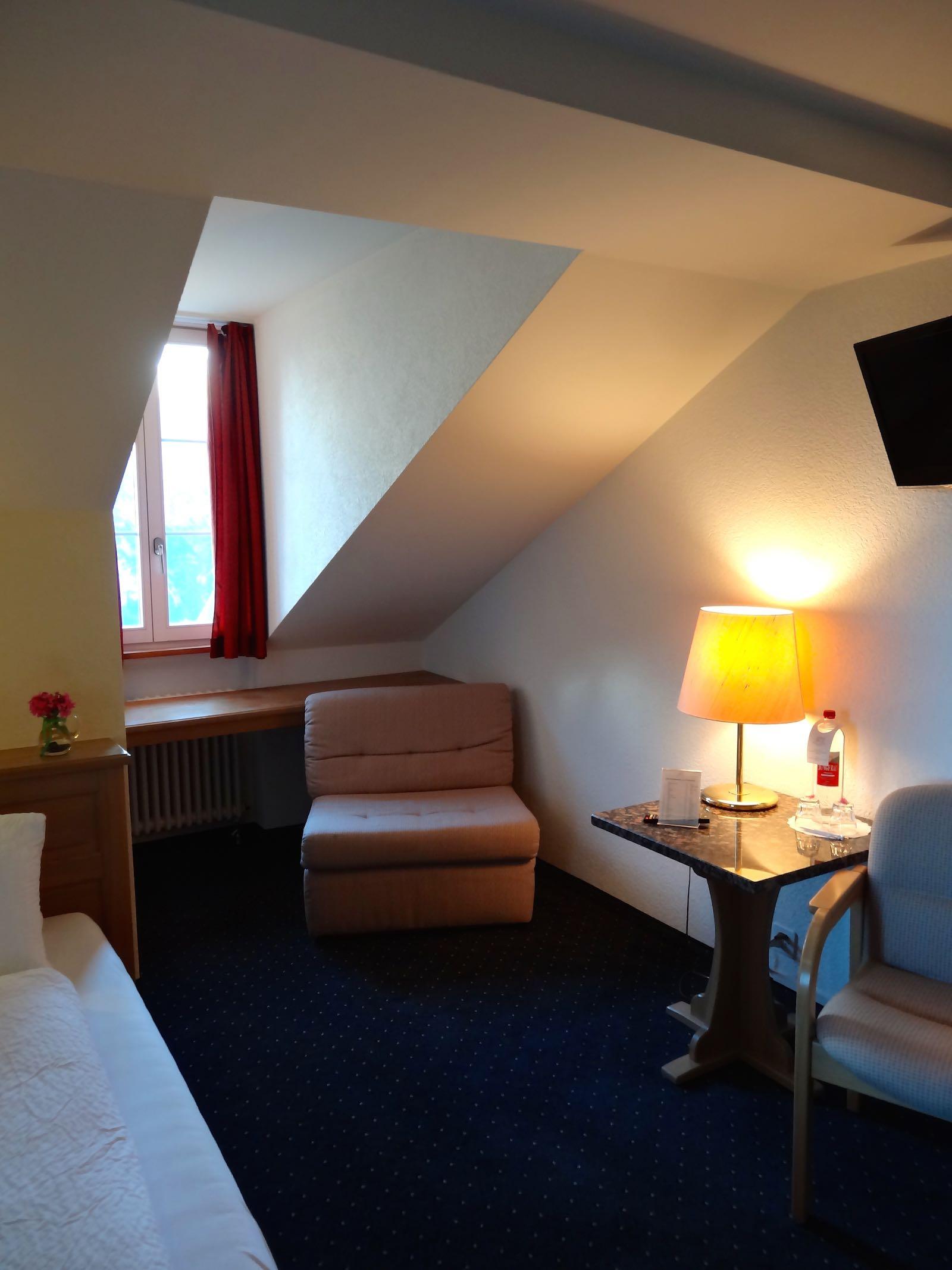http://hoteljungfrau.ch/wp-content/uploads/2014/09/economy-zimmer-3.jpg