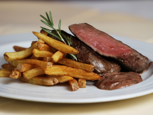 gastronomy-beef-and-chips