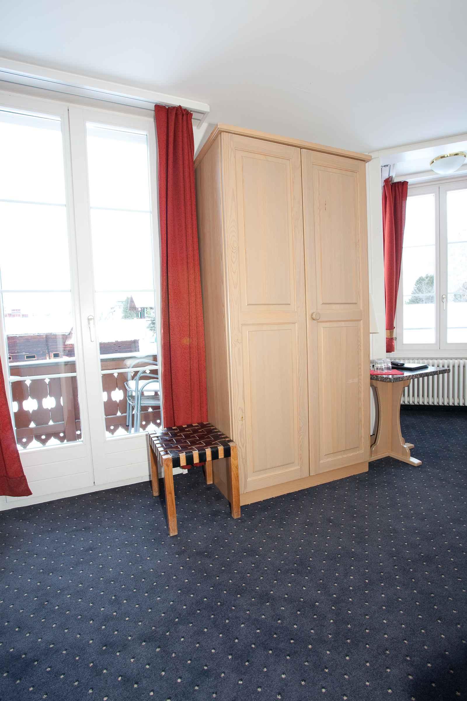http://hoteljungfrau.ch/wp-content/uploads/2014/09/superior-zimmer-3.jpg