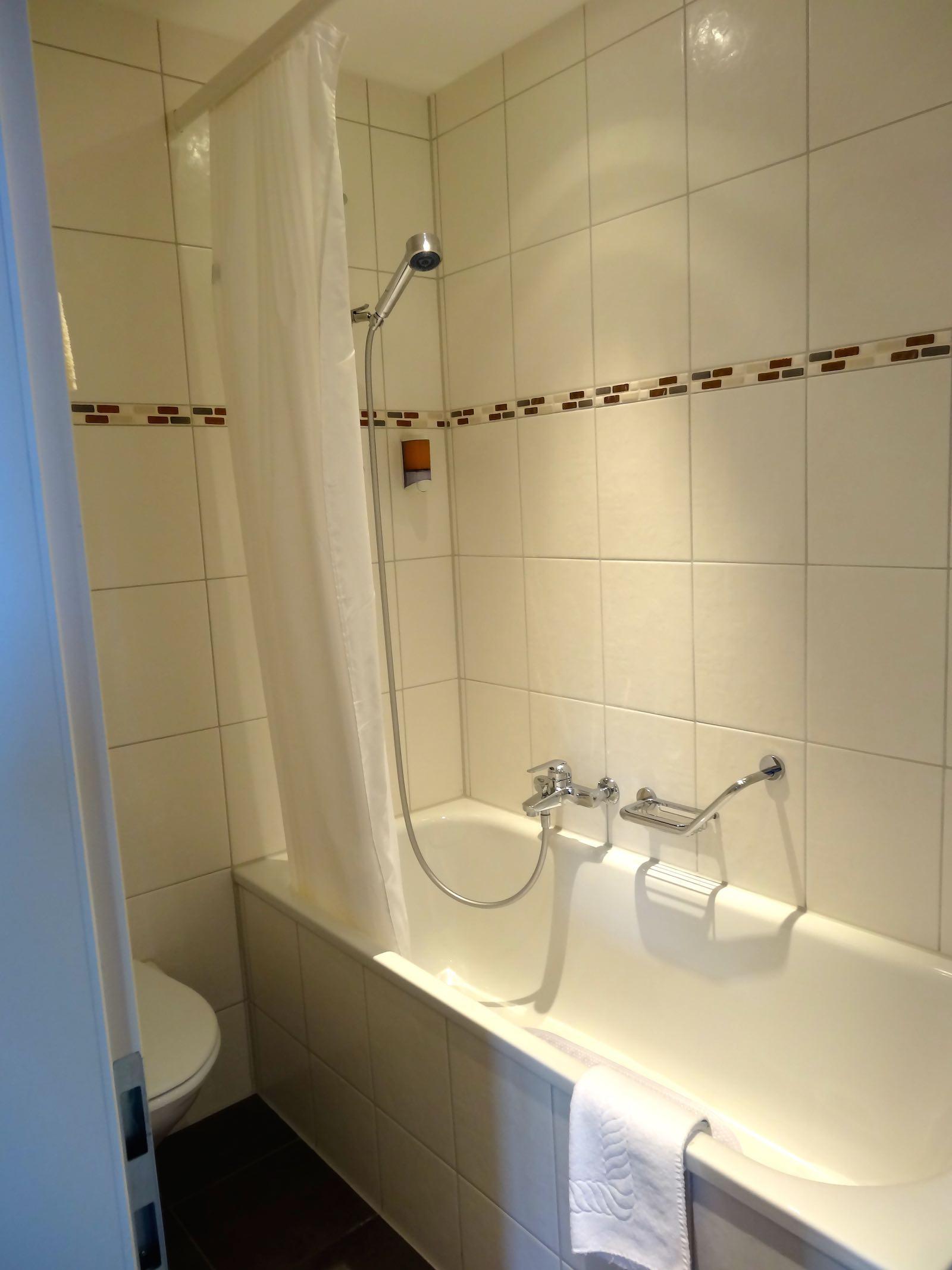 http://hoteljungfrau.ch/wp-content/uploads/2014/11/superior-zimmer-10.jpg