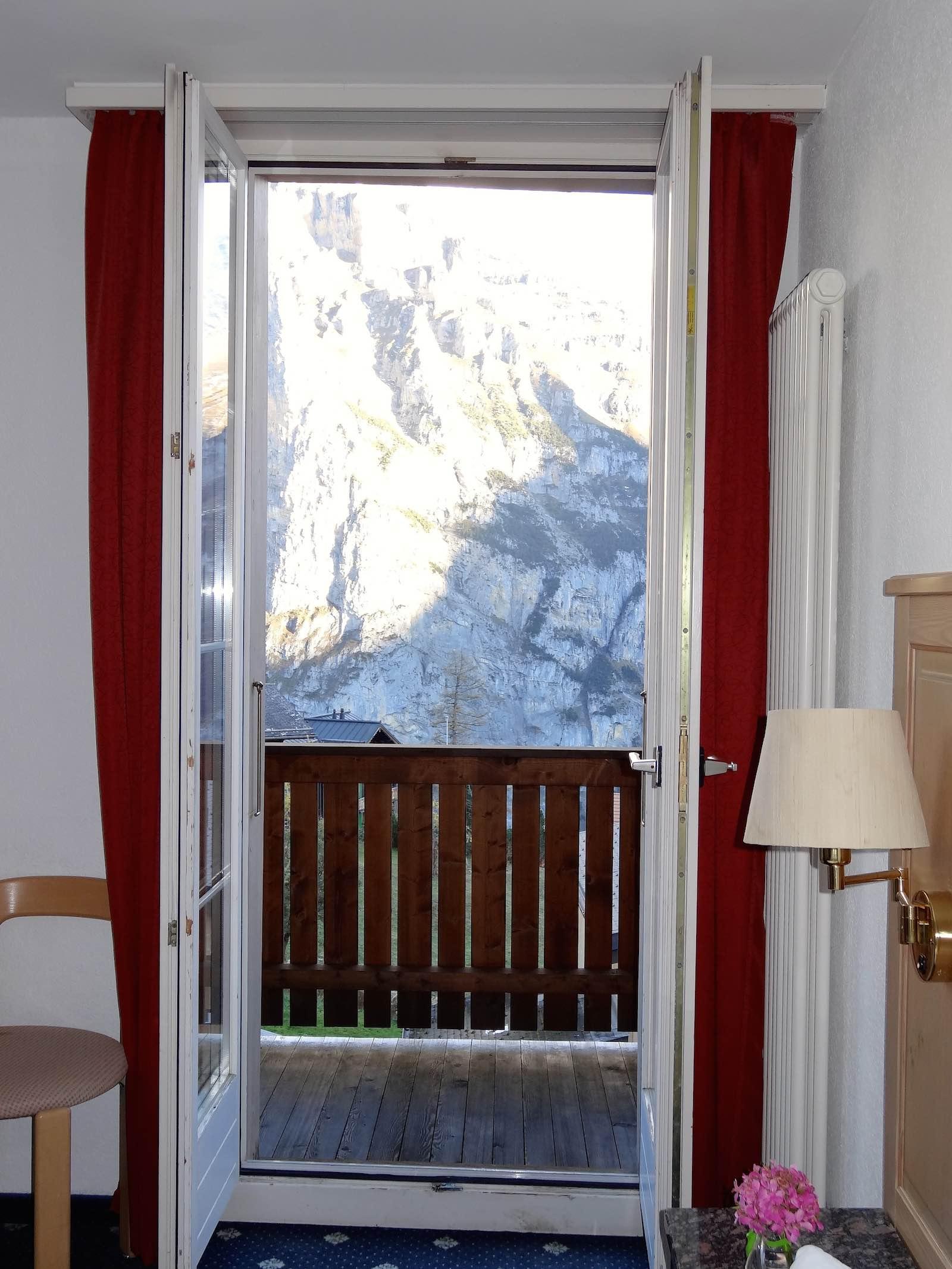 http://hoteljungfrau.ch/wp-content/uploads/2014/11/superior-zimmer-5.jpg