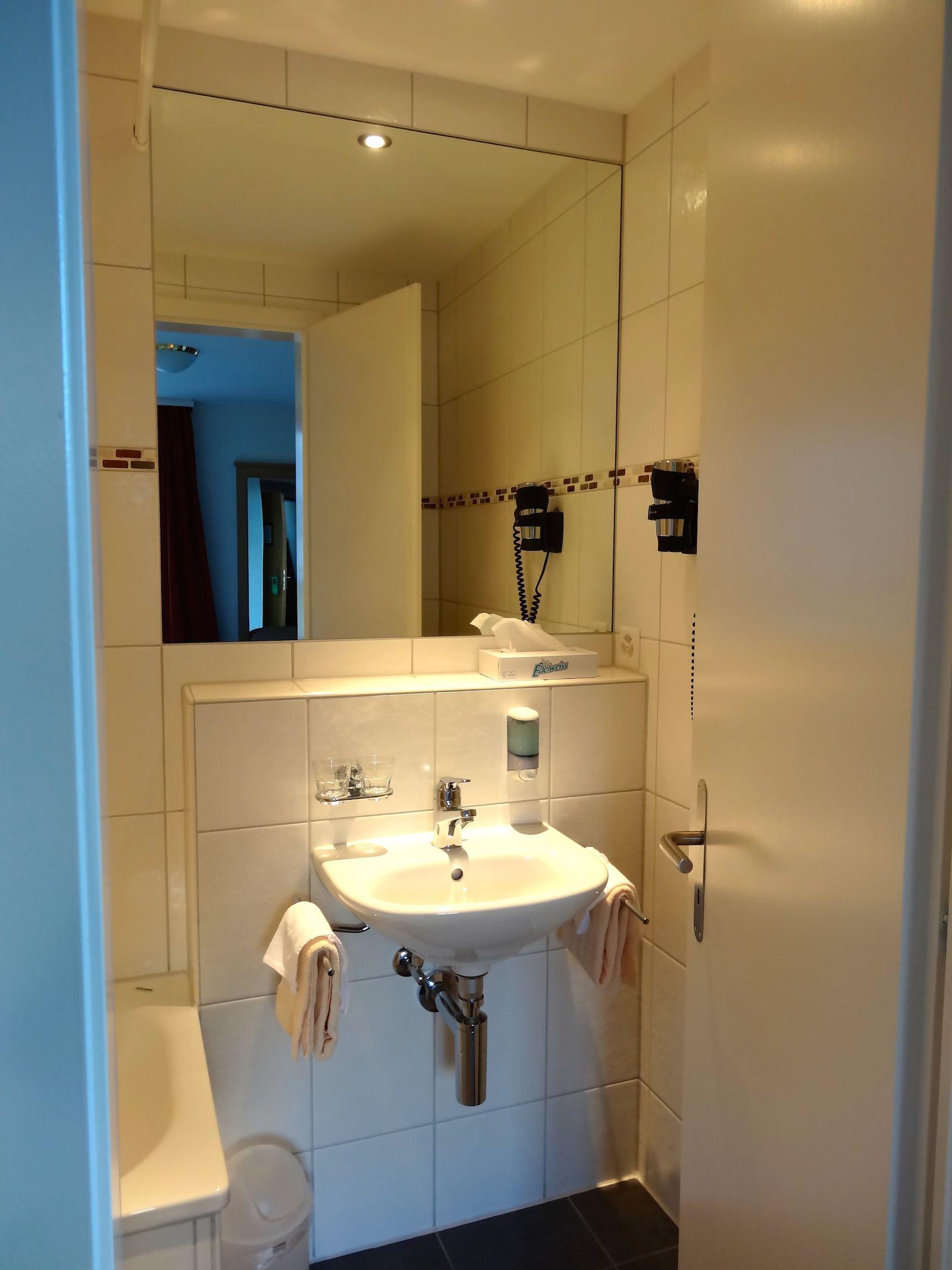 http://hoteljungfrau.ch/wp-content/uploads/2014/11/superior-zimmer-9.jpg
